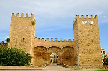 Alcudia mit Stadttor