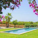 Ferienhaus Mallorca 6630 Garten mit Pool und Rasenfläche