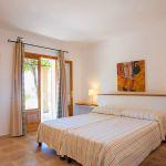 Ferienhaus Mallorca 6630 Schlafraum mit Doppelbett