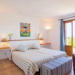 Ferienhaus Mallorca 6630 Schlafzimmer mit Doppelbett
