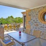 Ferienhaus Mallorca MA7420 Esstisch auf der überdachten Terrasse