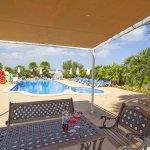 Ferienhaus Mallorca MA7420 Esstisch mit Blick auf den Pool