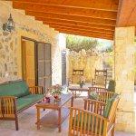 Ferienhaus Mallorca MA7420 Gartenmöbel auf der Terrasse (2)