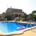 Ferienhaus Mallorca MA7420 Poolterrasse mit Sonnenschirmen