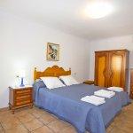 Ferienhaus Mallorca MA7420 Schlafraum mit Doppelbett