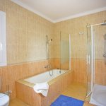 Ferienhaus Mallorca MA8300 Badezimmer mit Wanne