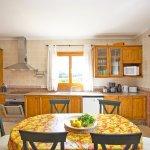 Ferienhaus Mallorca MA8300 Küche mit Tisch