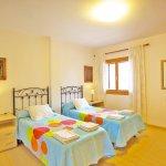 Ferienhaus Mallorca MA8300 Schlafzimmer mit 2 Betten