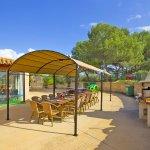Ferienhaus Mallorca MA8300 Terrasse mit Esstisch und Grill