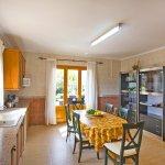 Ferienhaus Mallorca MA8300 Tisch in der Küche