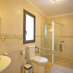 Ferienhaus Mallorca MA8300 barrierefreies Badezimmer