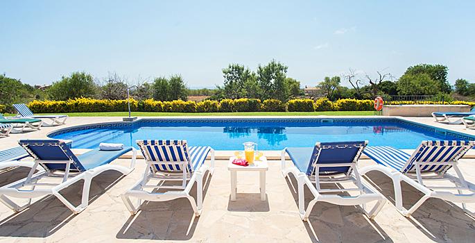 Ferienhaus Mallorcas mit Pool MA6635 - Sonnenliegen am Pool
