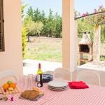 Ferienhaus Mallorca - Terrasse mit Gartentisch