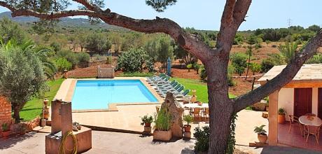 Mallorca Südostküste – Finca Cas Concos 6775 mit Pool und Tennisplatz für 10-12 Personen, Grundstück 15.000qm, Wohnfläche 350qm. An- und Abreisetag nur Samstag.