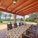 Finca Mallorca MA5770 überdachte Terrasse mit Esstisch