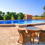 Finca-Mallorca-MA7065-Gartenmöbel-am-Pool