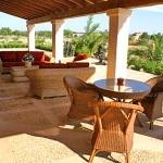 Finca-Mallorca-MA7065-Gartenmöbel-auf-der-Terrasse