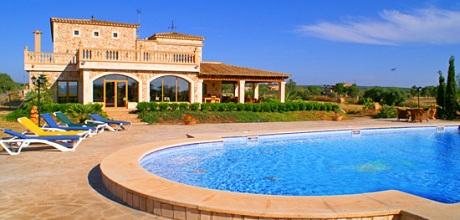 Mallorca Südküste – Finca Campos 7065 mit Pool für bis zu 18 Personen, Grundstück 15.000qm, Wohnfläche ca. 400qm. Wechseltag Juli / August Samstag, sonst flexibel – Mindestmietzeit 1 Woche.