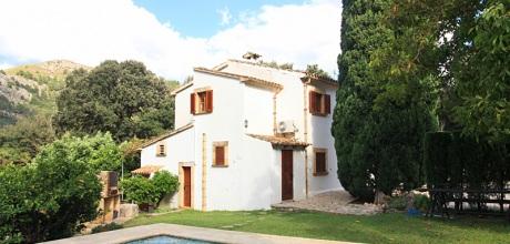 Mallorca Nordküste – Ferienhaus Pollensa 6348 mit Pool und Ausblick in ruhiger Lage, Grundstück 14.000qm, Wohnfläche 300qm. Wechseltag flexibel – Mindestmietzeit 1 Woche.