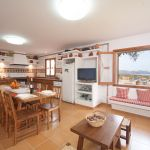 ferienhaus-mallorca-ma5050-kuche-mit-esstisch