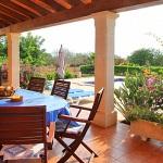 Ferienhaus Mallorca MA5208 - überdachte Terrasse mit Gartenmöbel