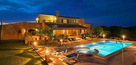 An der Südostküste von Mallorca befindet sich die Casa Sanau 5208 mit Pool und Whirlpool in Strandnähe. Der Wechseltag ist Samstag – Mindestmietzeit 1 Woche.