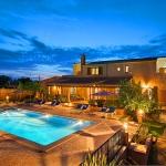 Ferienhaus Mallorca MA5208 - beleuchtetes Haus und Pool am Abend