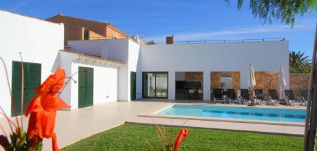 Mallorca Südostküste – Komfort Ferienhaus mit Pool in S'Horta 5550 für 10 Personen mieten. Nur von Samstag bis Samstag zu mieten!