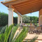 Ferienhaus Mallorca MA5650 überdachte Terrasse mit Gartenmöbel