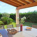 Ferienhaus Mallorca MA5650 Terrasse mit Blick in den Garten
