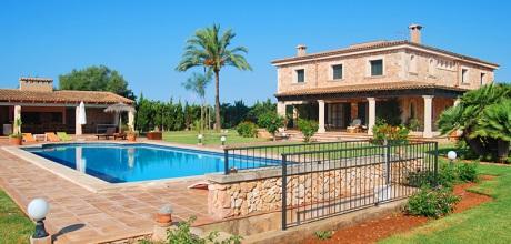 Mallorca Südostküste – Ferienhaus Cala Sanau 5690 mit großem Pool auf schönem Gartengrundstück (2.000qm) in Strandnähe (Cala Sanau 1,4km), . Wechseltag flexibel – Mindestmietzeit 1 Woche.