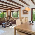 Ferienhaus Mallorca MA5940 Wohnraum mit Kamin