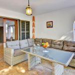 Ferienhaus Mallorca MA5950 Sitzecke auf der überdachten Terrasse