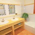 Ferienhaus Mallorca MA6007 Badezimmer mit Wanne