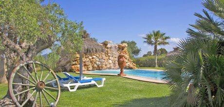 Mallorca Nordküste – Finca Can Picafort 6007 mit Pool und Kinderspielplatz für 10 Personen, Grundstück 11.000qm, Wohnfläche 275qm, Strand 3km. Wechseltag flexibel – Mindestmietzeit 1 Woche!