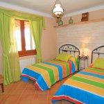 Ferienhaus Mallorca MA6007 Schlafraum mit 2 Betten