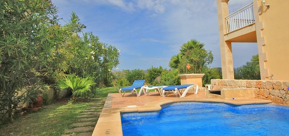 Pool mit Treppeneinstieg des Ferienhauses Alcudia 6315