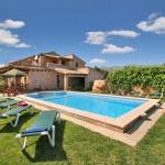Finca-Mallorca-MA5372-Rasen-am-Pool