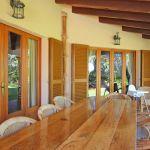 Finca Mallorca MA5670 überdachte Terrasse mit Esstisch