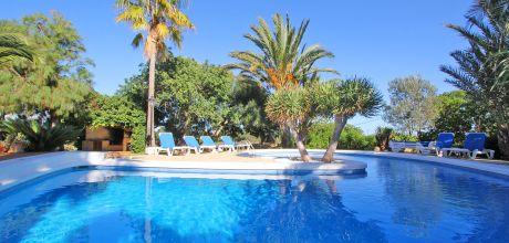 Mallorca Südostküste – Ferienhaus Cala Sanau 5670 mit Pool in Strandnähe (1,4km) auf schönem Gartengrundstück 2.000qm. Wechseltag flexibel auf Anfrage. 2019 buchbar.