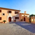 Finca Mallorca MA5675 Parkplatz vor dem Haus