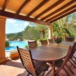 Finca S'Horta MA5656 Esstisch auf der Terrasse