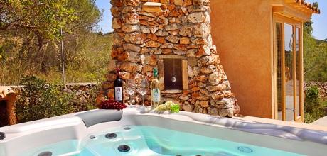 Mallorca Südostküste – Komfort-Finca S'Horta 5656 mit Pool, Sauna, beheiztem Garten-Whirlpool und viel Flair, Grundstück 15.000qm, Wohnfläche 325qm. An- und Abreisetag nur Samstag.