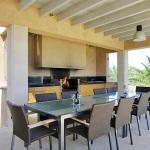 Luxus Ferienhaus Mallorca 5641 Außenküche mit Esstisch