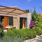 Luxus Ferienhaus Mallorca 5641 Bouganvilea an der Terrasse