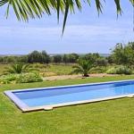 Luxus Ferienhaus Mallorca 5641 Rasenfläche um den Pool