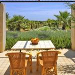 Luxus Ferienhaus Mallorca 5641 Tisch auf der Terrasse