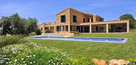 Mallorca Südostküste – Deluxe-Ferienhaus Cala D'Or 5641 mit Pool und Kinderpool mieten. Wohnfläche ca. 400qm. Wechseltag Samstag, Nebensaison flexibel auf Anfrage – Mindestmietzeit 1 Woche.