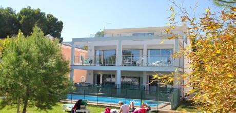 Mallorca Nordküste – Komfort-Villa Alcudia 6321 mit Pool in 1. Strandlinie mit Meerblick, Grundstück 1.000qm, Wohnfläche 200qm. Wechseltag flexibel – Mindestmietzeit 1 Woche.