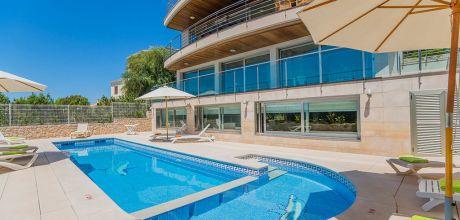 Mallorca Nordküste – Luxus Villa Port Alcudia 5004 mit Innen- + Aussenpool, Grundstück 600qm, Strand 1km. Wechseltag Samstag, Nebensaison flexibel auf Anfrage – Mindestmietzeit 1 Woche. 2019 buchbar.